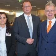 Bild: Starten zuversichtlich ins Jahr 2019: Marion Blettenberg (WiFo),Henning Voß (Verfassungsschutz NRW), VR-Bank Vorstand Andreas Harner und Matthias Herfurth sowie Michael Paul (VR-Bank Aufsichtsratsvorsitzender)