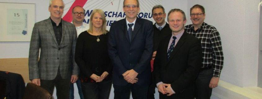 (Foto, v.l.n.r.:) Frank Wolsfeld, Peter Happ, Eva Seeber, Dirk Velten, Dr. Markus Schultz, Oberbürgermeister Jan Einig, Jürgen Müller